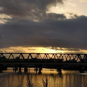 正月の神崎川暮色です