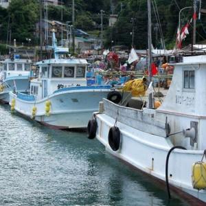 出漁待ちの漁船