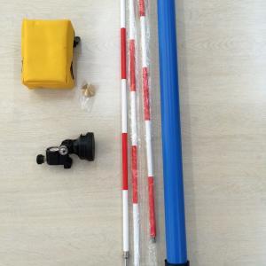 測量用のプリズムとポールの導入