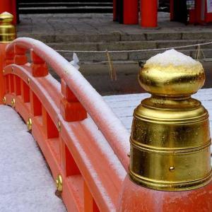 京の雪は薄化粧! 上賀茂神社にて