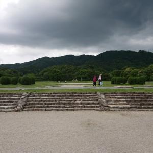 「遠の朝廷」の梅雨景色