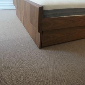和室感を一気に解消!寝室に敷いたカーペット