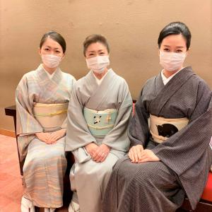 マスクをして日本舞踊協会の舞台へ…