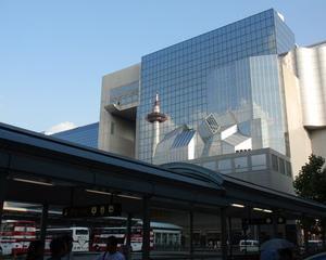 [沿線旅振り返り]駅ビルに映りこむ京都タワー