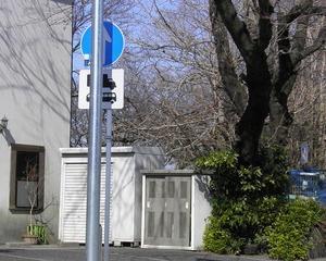 [沿線旅振り返り]街灯柱に隠れる標識