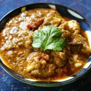 カライクディ風チキンカレー~乾燥赤唐辛子・フェネグリークシードを使用するバリエーション/カライクディ・チキン・コランブ(Karaikudi Chicken Kuzhambu)