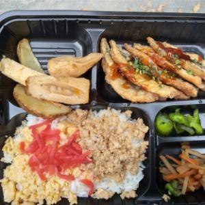【お昼ごはん】定食屋さんのお弁当で~♪