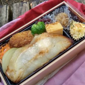 【お昼ごはん】テイクアウトで、カレイの白醤油焼重~♪