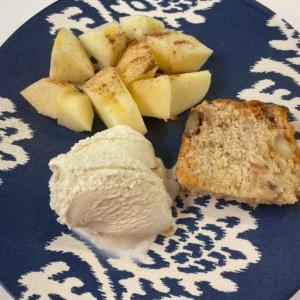 りんごのデザートとチョコレートピーナツバター餅