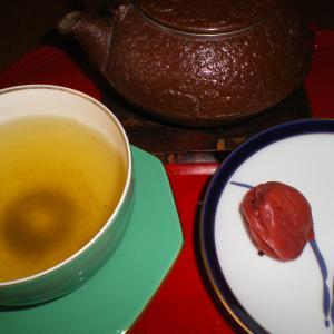 ミサのオルガン奏楽後、梅干しと緑茶でまったり