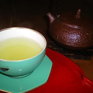 低温で淹れた緑茶を飲むとハイテンションになるようです