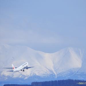 雪山に向かって ~旭川空港~