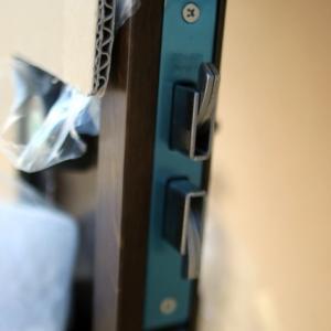 カバー工法 玄関ドアの組立