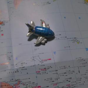世界地図とフライングホヌ号