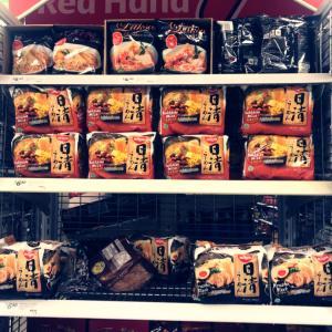 スーパーで日清のラーメン!