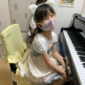 コンクールで私の曲『子猫のワルツ』を弾いてくれる女の子の、アドバイスレッスンしました