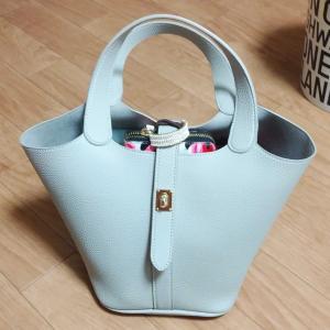 秋冬に向け、新しいバッグ新調しました。コンパクトな見た目なのに、大収納!!