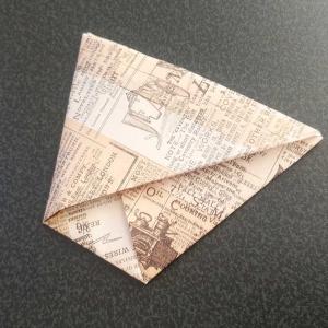 あると便利。古新聞、ちらしで作るゴミ箱?ゴミ袋?!作り方編。