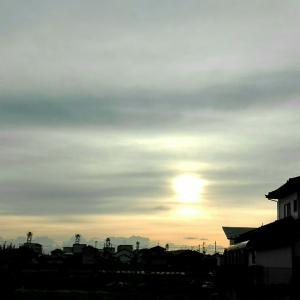 今朝の空と古墳と