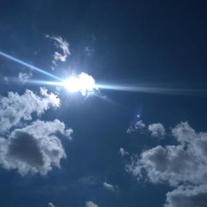 今日の空 水の星へ愛をこめて 明日は日曜日。バス釣り行くつもり。