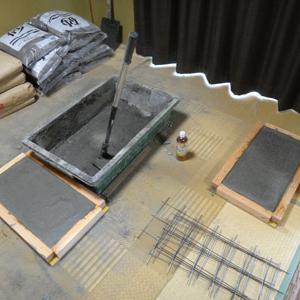 自作の平板ブロックを敷く