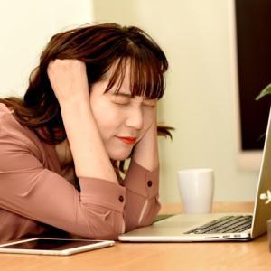 眼精疲労を放置しているから首コリが無くならない。