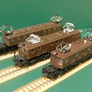 デッキ付き旧型電気機関車。