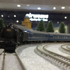 蒸気機関車とブルートレイン。