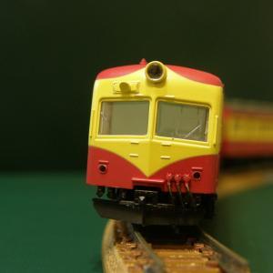 マイクロエース「70系電車・新潟色」のスノープロウを固定する。