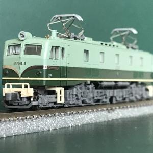 新規入線車両(KATO EF58-4 試験塗装機)。