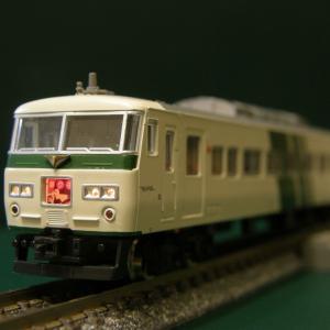 新規入線車両(KATO 185系特急形電車)。