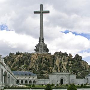 スペイン/マドリッド、遠くに見える戦没者の谷