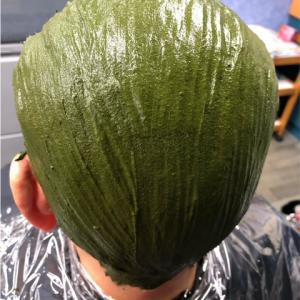 (メンズ)ジアミンアレルギーでフケが止まらない! ヘナと ハーブカラーで頭皮トラブル改善