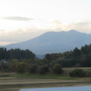 車窓からの那須山並み・・・