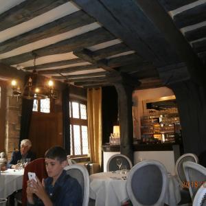 ③マレに残る中世の面影を訪ねて。Auberge Nicolas Flamel(レストラン)