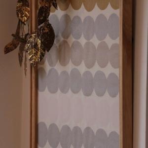 【X'masインテリア】ホリデーシーズンの壁を飾るマリメッコ&ポスター♪