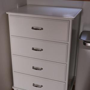 【IKEA】沢山のあの部品はどこ?光が入らない部屋にピッタリな素敵なチェスト♪