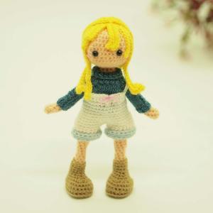 ネックセーターのボーイッシュ女の子
