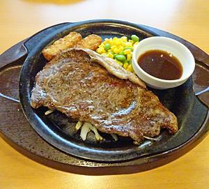 ランチ日記:牛リブロースステーキ、山盛りポテト、ドリンクバー