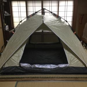 家の中でテントの試し張り