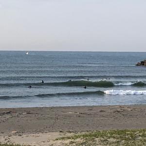 4.3金曜日早朝サーフィン楽しむ