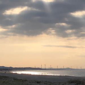冷たい空気気持ちいい早朝の海