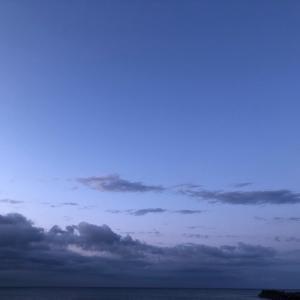 早朝の潮風気持ちいい