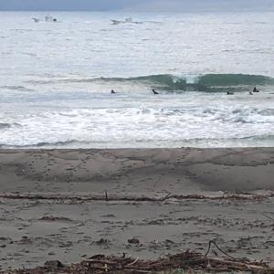 穏やかな秋 早朝サーフィン