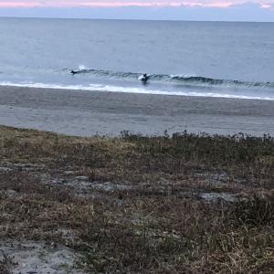 超小波 早朝仕事前サーフィンセッション