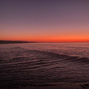 風も無く、日中は暖かくなる予報 早朝サーフィン