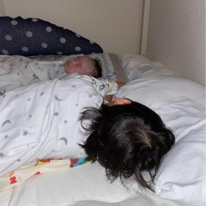 子ども2人と一緒に寝るようになって、僕の暮らしに幸せな瞬間が増えた