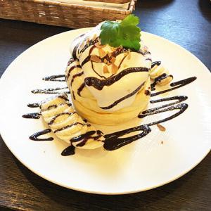 高岡市【喫茶ぽっち】フワッフワが三層も!チョコ&バナナパンケーキを食す♪