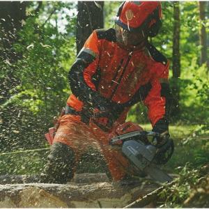 チェーンソー作業での防護ズボン着用義務化について