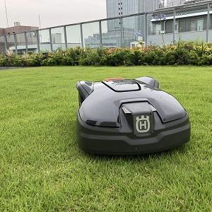 ロボット芝刈機(オートモア305)の屋上緑化エリア設置!!!